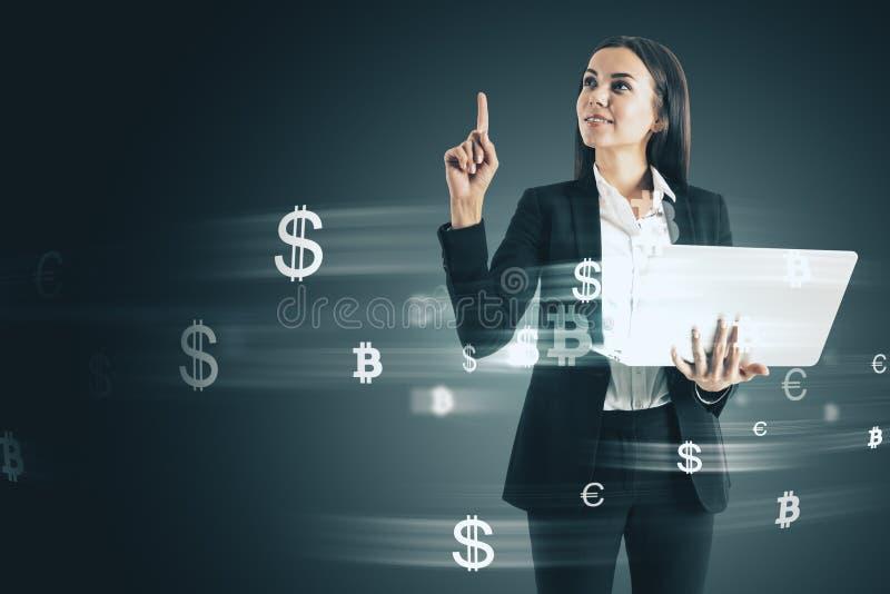 Γυναίκα με τα σημάδια χρημάτων στοκ φωτογραφίες