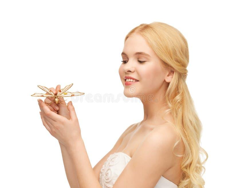 Γυναίκα με την πεταλούδα διαθέσιμη στοκ εικόνα με δικαίωμα ελεύθερης χρήσης