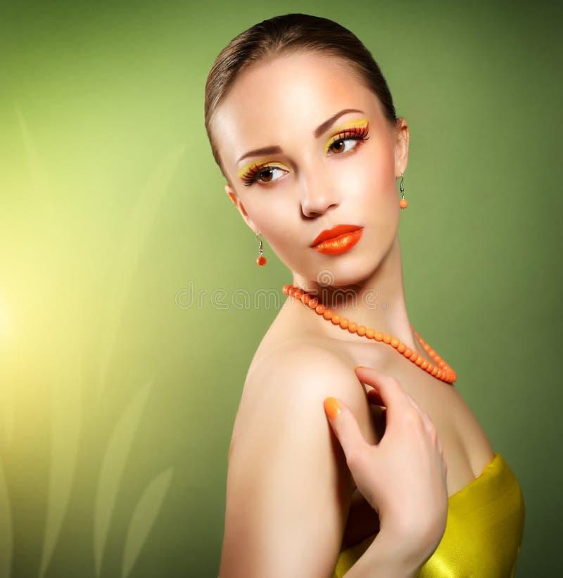 Γυναίκα με την όμορφη σύνθεση στοκ φωτογραφία με δικαίωμα ελεύθερης χρήσης