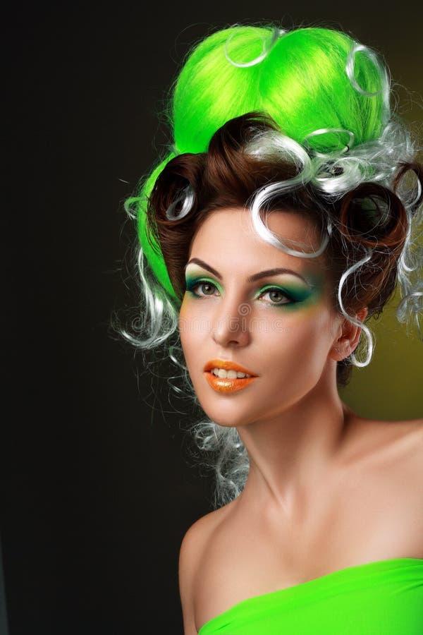 Γυναίκα με τη δημιουργική φαντασία hairstyle στοκ φωτογραφίες με δικαίωμα ελεύθερης χρήσης