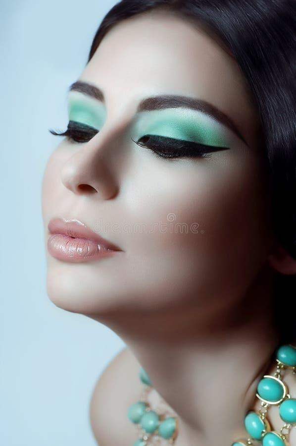 Γυναίκα με τη μόδα makeup στοκ εικόνα με δικαίωμα ελεύθερης χρήσης