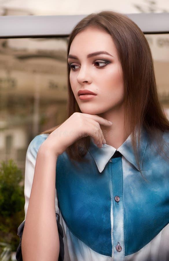 Γυναίκα με τη μόδα makeup στοκ φωτογραφίες