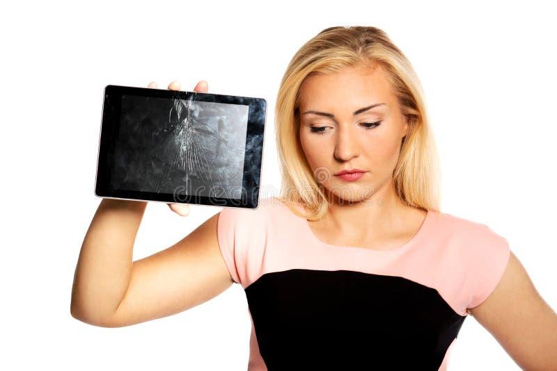 Γυναίκα με τη σπασμένη ταμπλέτα στοκ εικόνα με δικαίωμα ελεύθερης χρήσης