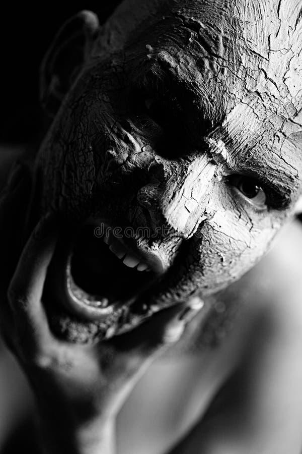 Γυναίκα με τον καλλυντικό άργιλο στοκ φωτογραφία με δικαίωμα ελεύθερης χρήσης