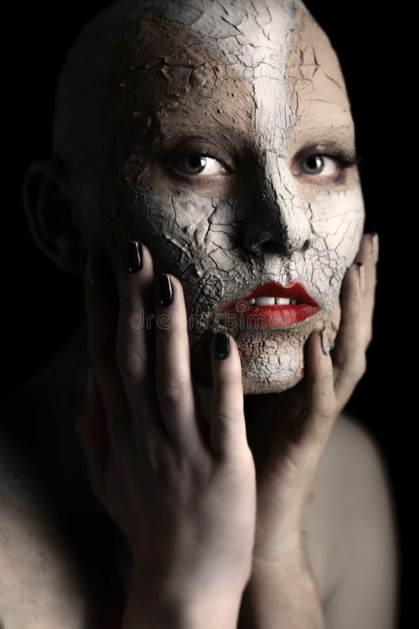 Γυναίκα με τον καλλυντικό άργιλο στοκ φωτογραφία