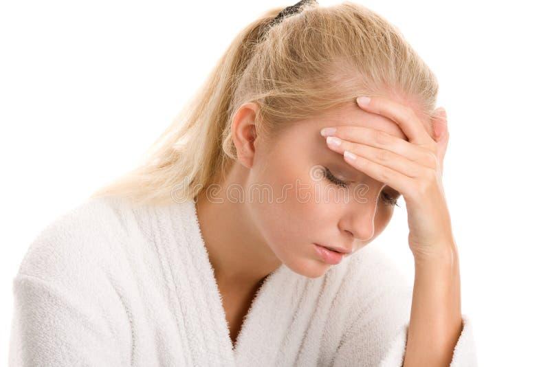 Γυναίκα με τον πονοκέφαλο στοκ φωτογραφία
