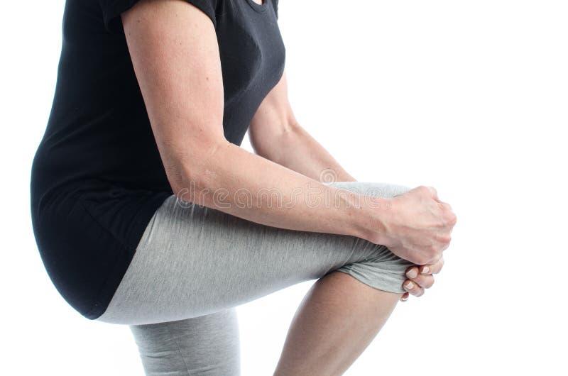 Γυναίκα με τον πόνο γονάτων στοκ φωτογραφία με δικαίωμα ελεύθερης χρήσης
