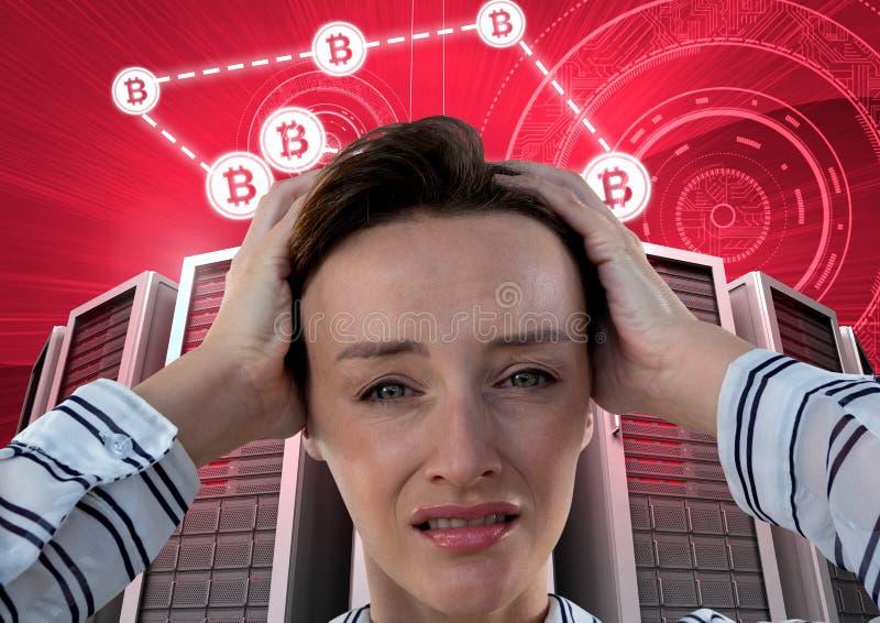 Γυναίκα με τους κεντρικούς υπολογιστές υπολογιστών και bitcoin τη διεπαφή πληροφοριών τεχνολογίας στοκ φωτογραφία με δικαίωμα ελεύθερης χρήσης