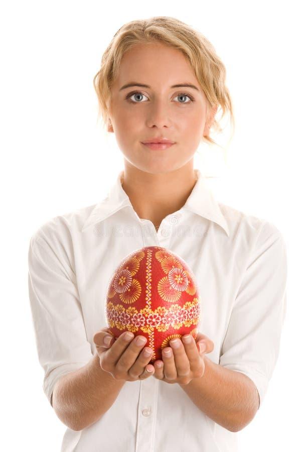 Γυναίκα με το αυγό Πάσχας στοκ εικόνες με δικαίωμα ελεύθερης χρήσης