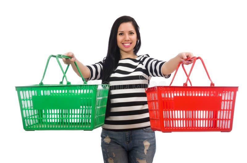 Γυναίκα με το κάρρο αγορών που απομονώνεται στο λευκό στοκ φωτογραφία