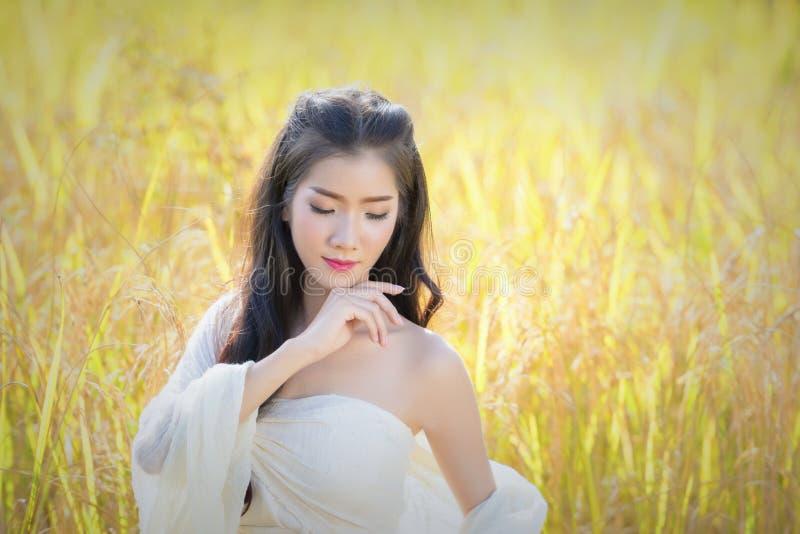 Γυναίκα με το καλλυντικό ομορφιάς στοκ φωτογραφία με δικαίωμα ελεύθερης χρήσης
