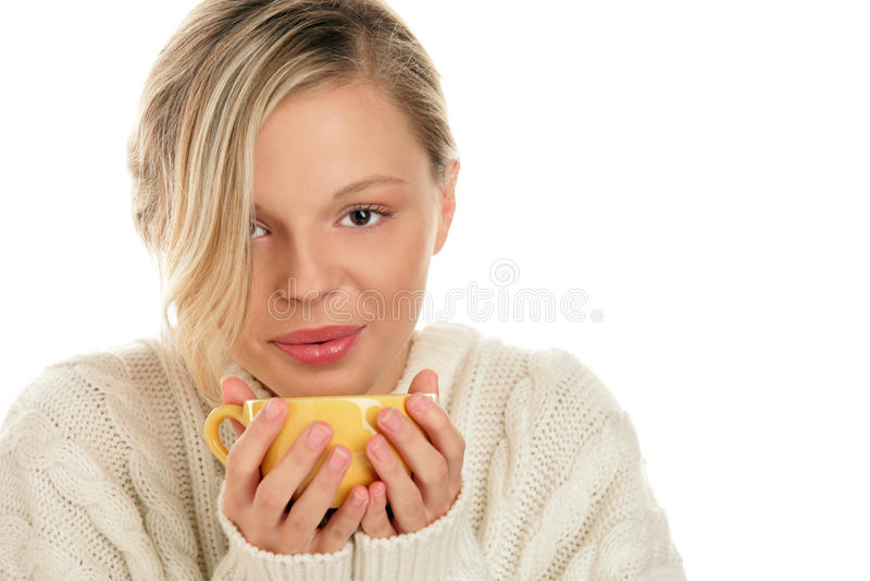 Γυναίκα με το καυτό ποτό στοκ φωτογραφίες