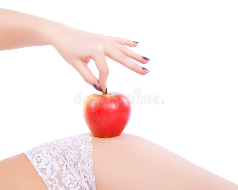 Γυναίκα με το κόκκινο μήλο στοκ φωτογραφία με δικαίωμα ελεύθερης χρήσης