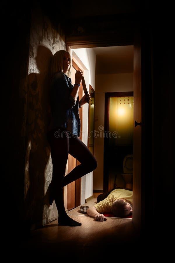 Γυναίκα με το μαχαίρι στοκ φωτογραφίες με δικαίωμα ελεύθερης χρήσης