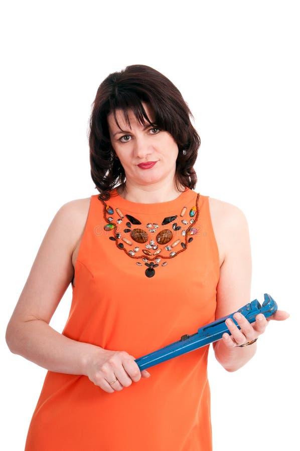 Γυναίκα με το μπλε γαλλικό κλειδί στοκ φωτογραφία