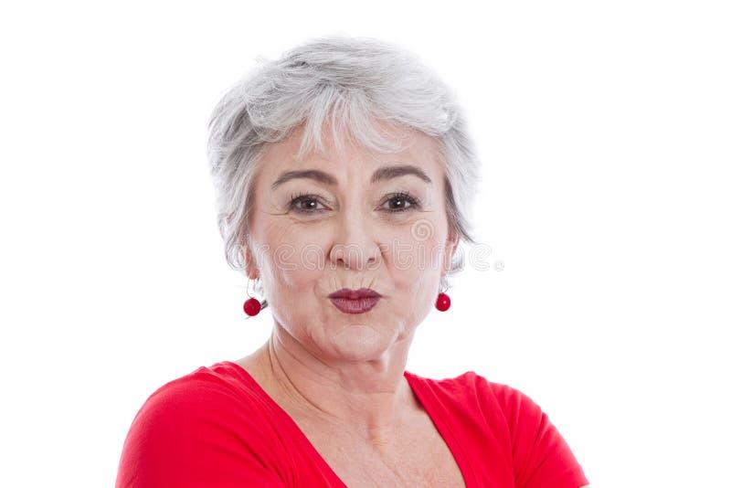 Γυναίκα με το στόμα μπουμπουκιών τριαντάφυλλου που απομονώνεται στο λευκό στοκ εικόνες