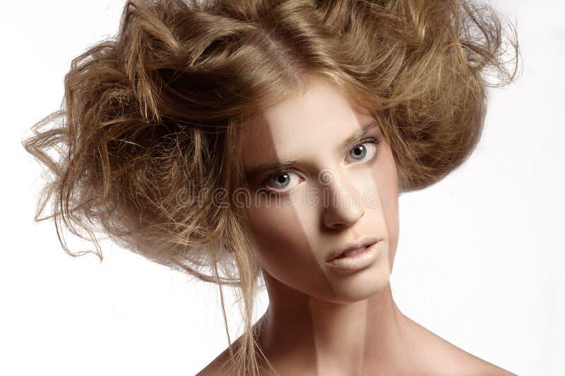 Γυναίκα με το τέλειο makeup και hairstyle στοκ φωτογραφία