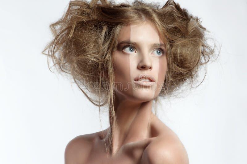 Γυναίκα με το τέλειο makeup και hairstyle στοκ φωτογραφίες