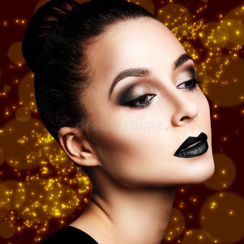 Γυναίκα με το φωτεινό βράδυ makeup στοκ φωτογραφίες με δικαίωμα ελεύθερης χρήσης