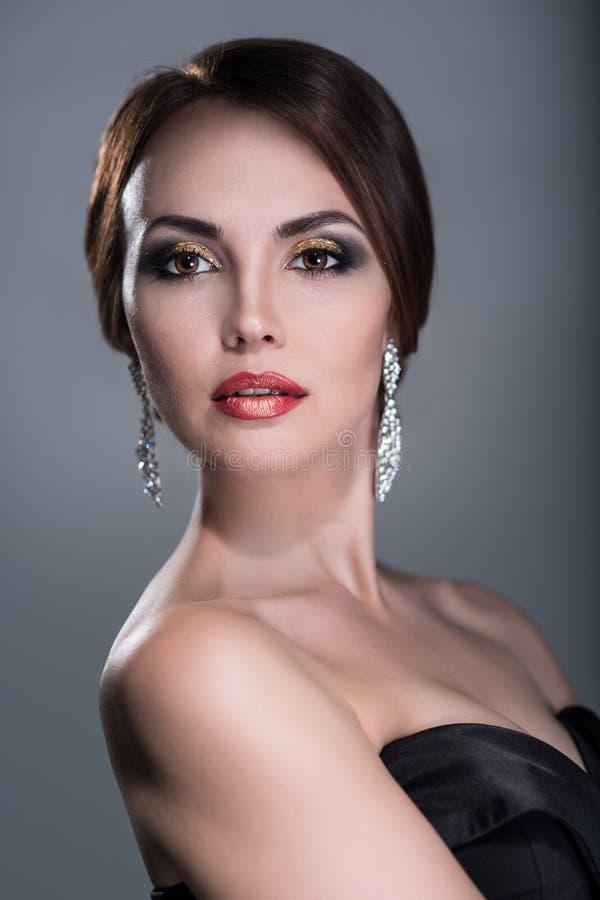 Γυναίκα με το φωτεινό makeup στοκ εικόνα