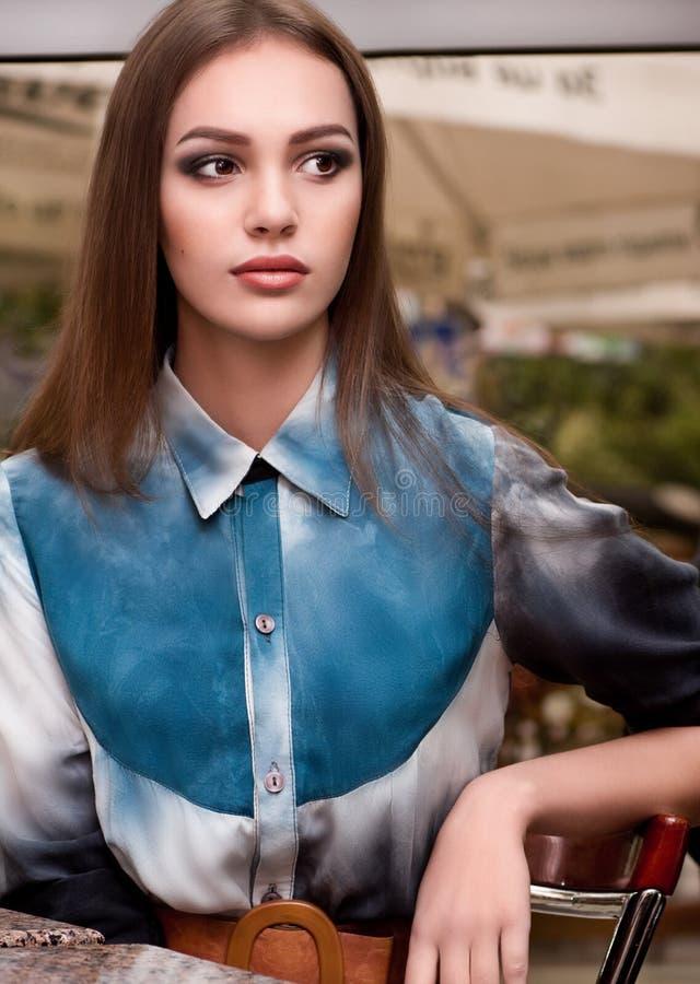 Γυναίκα με το makeup στα ενδύματα μόδας στοκ φωτογραφίες με δικαίωμα ελεύθερης χρήσης