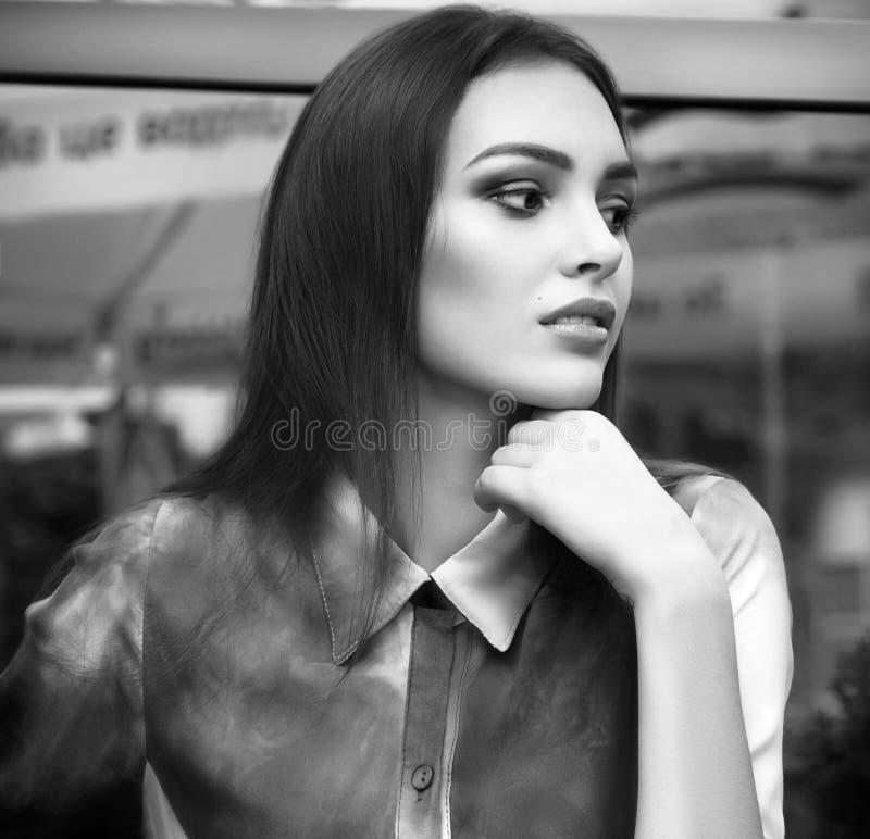 Γυναίκα με το makeup στα ενδύματα μόδας στοκ εικόνες με δικαίωμα ελεύθερης χρήσης