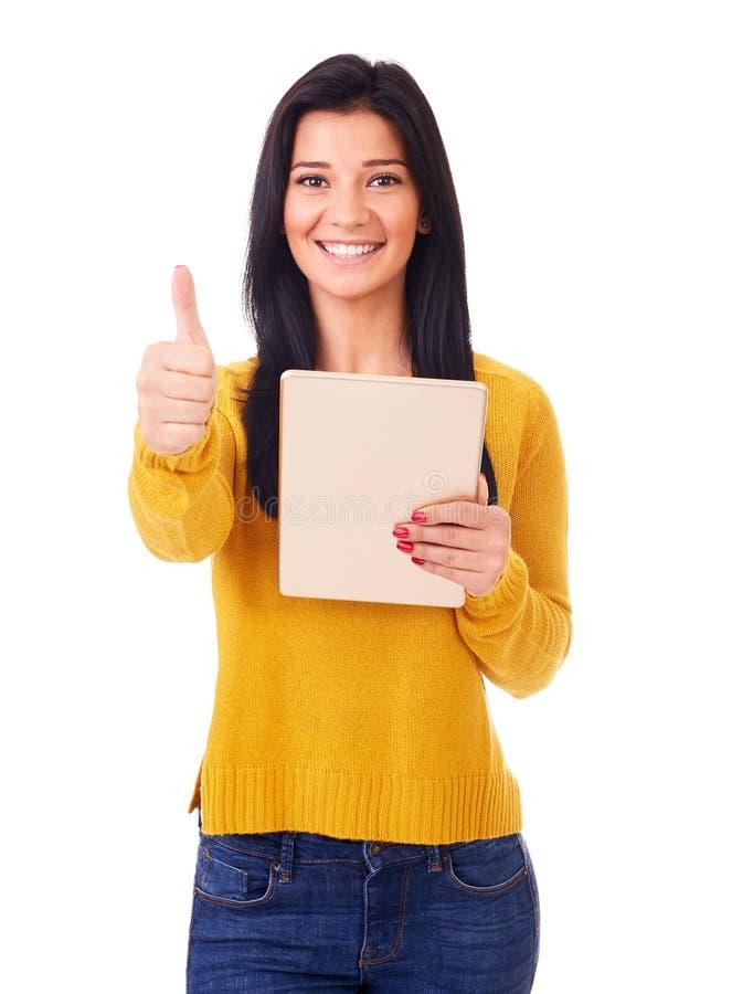 Γυναίκα με το PC ταμπλετών και τον αντίχειρα επάνω στοκ εικόνα