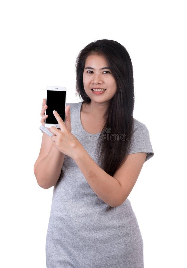 Γυναίκα με το smartphone στο άσπρο υπόβαθρο στοκ φωτογραφίες
