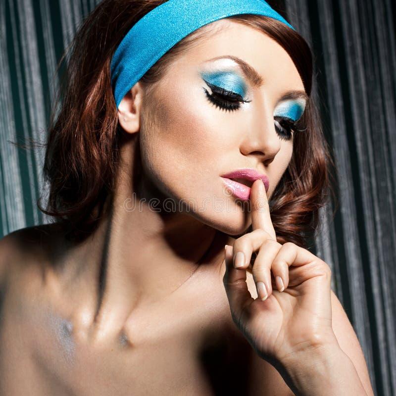 γυναίκα με το visage τέχνης στοκ φωτογραφία με δικαίωμα ελεύθερης χρήσης