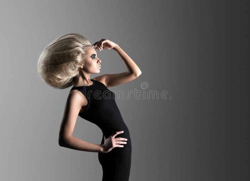 Γυναίκα με φουτουριστικό Hairdo στοκ εικόνες