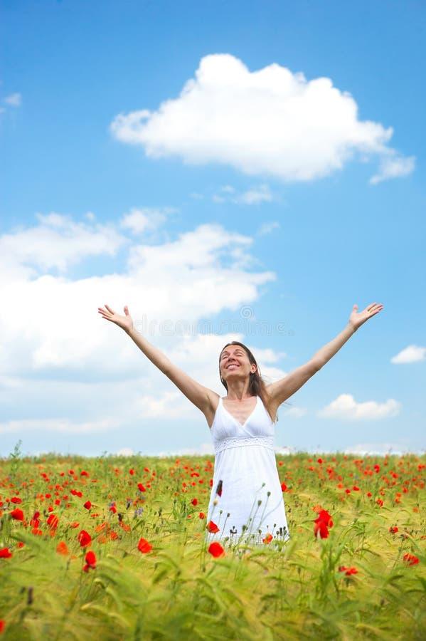 γυναίκα μπλε ουρανού στοκ φωτογραφία
