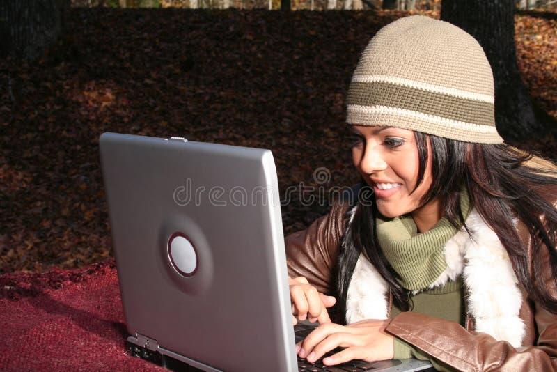 Download γυναίκα μόδας πτώσης προκ&la Στοκ Εικόνα - εικόνα από ψυχρός, ευτυχής: 1549723