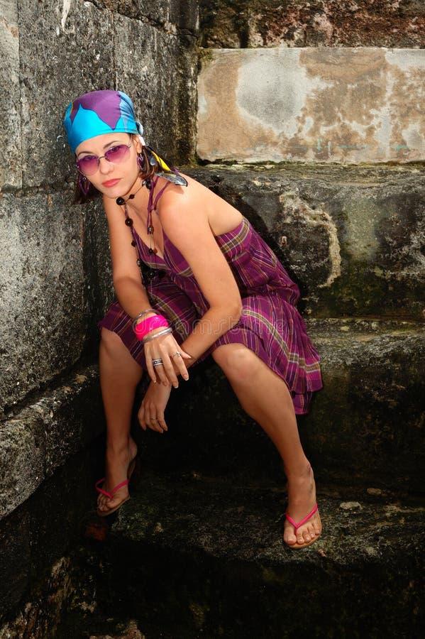 γυναίκα μόδας τοποθέτηση&s στοκ φωτογραφία με δικαίωμα ελεύθερης χρήσης