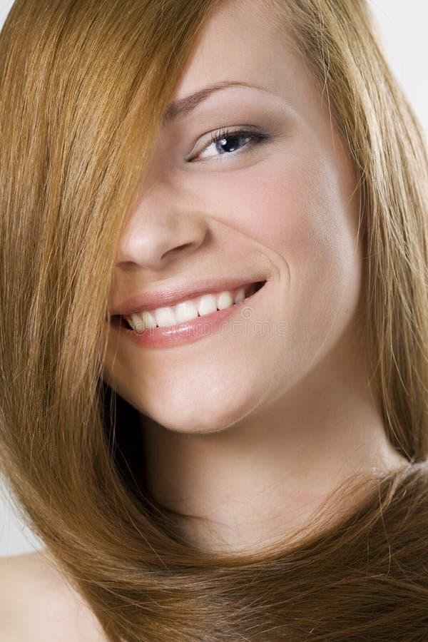 γυναίκα ξανθών μαλλιών ομ&omicro στοκ φωτογραφία