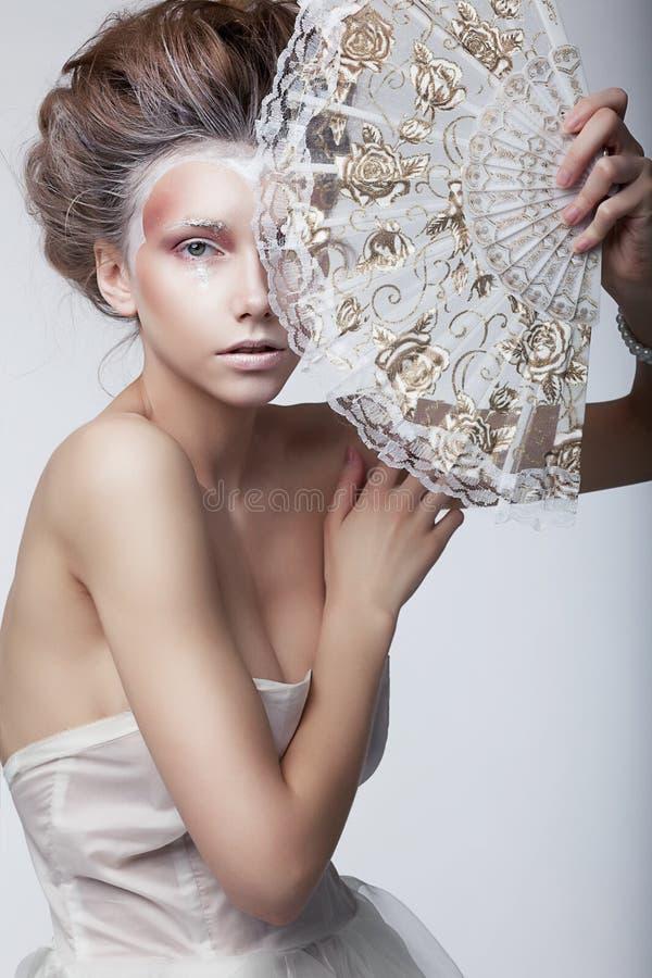 Γυναίκα ομορφιάς. Αναδρομικό εκλεκτής ποιότητας ύφος, αναγέννηση στοκ εικόνα με δικαίωμα ελεύθερης χρήσης