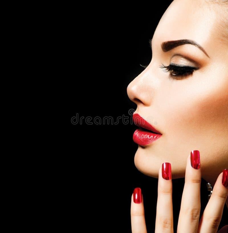 Γυναίκα ομορφιάς με τέλειο Makeup στοκ φωτογραφίες