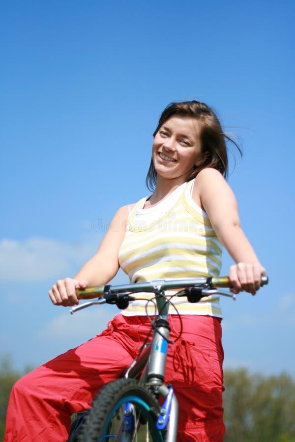 γυναίκα ποδηλάτων στοκ φωτογραφίες