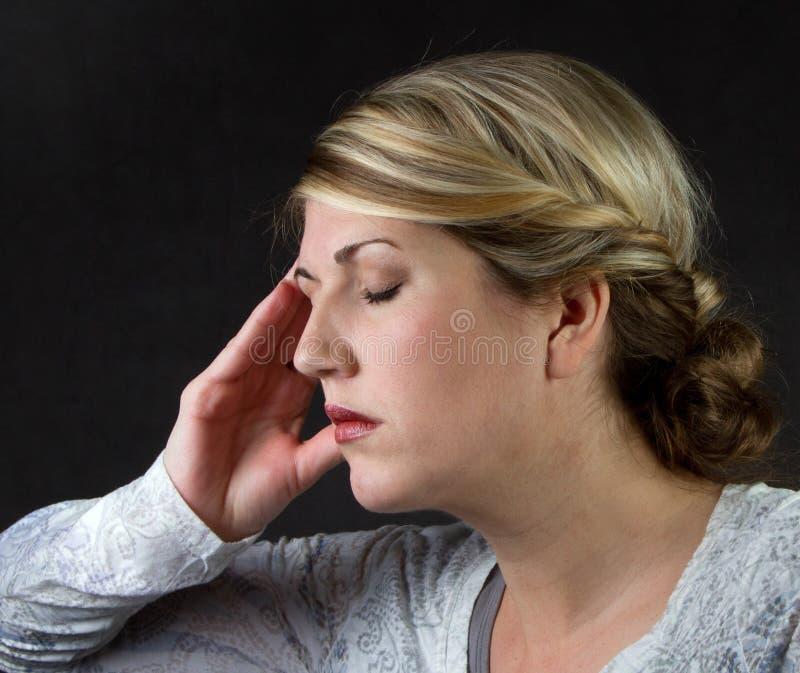 γυναίκα πονοκέφαλου στοκ φωτογραφίες