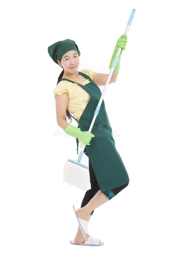 Γυναίκα που έχει τη διασκέδαση καθαρίζοντας στοκ φωτογραφία με δικαίωμα ελεύθερης χρήσης