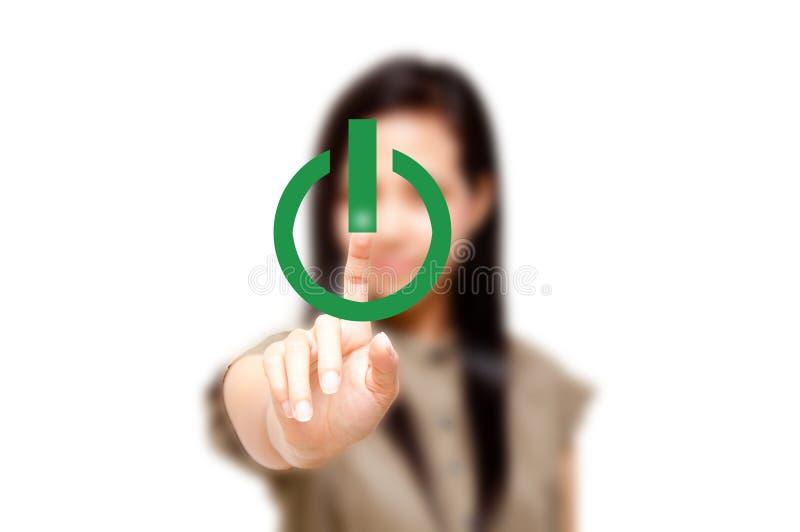 Γυναίκα που αγγίζει στο κουμπί ισχύος στοκ φωτογραφίες με δικαίωμα ελεύθερης χρήσης