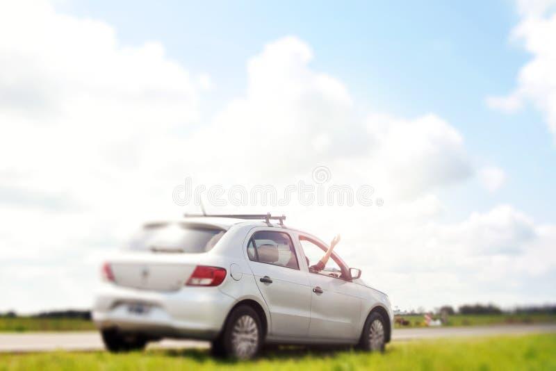Γυναίκα που απολαμβάνει ένα ταξίδι στοκ φωτογραφία με δικαίωμα ελεύθερης χρήσης