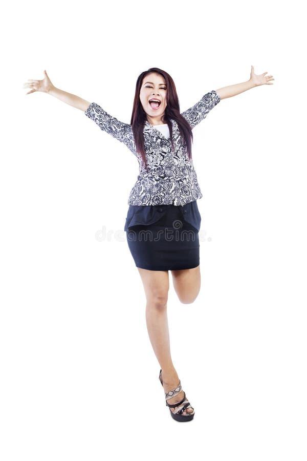 Γυναίκα που απομονώνεται ευτυχής πέρα από το λευκό στοκ εικόνα με δικαίωμα ελεύθερης χρήσης