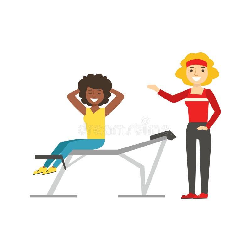 Γυναίκα που ασκεί τα ABS με τη βοήθεια του προσωπικού εκπαιδευτή, μέλος της λέσχης ικανότητας που επιλύει και που ασκεί σε καθιερ απεικόνιση αποθεμάτων