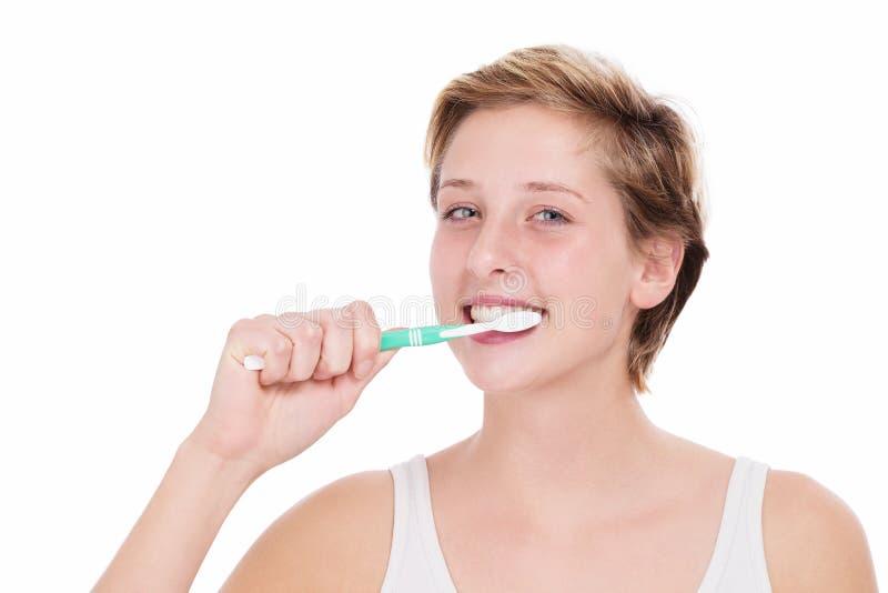 Γυναίκα που βουρτσίζει τα δόντια της στοκ εικόνες