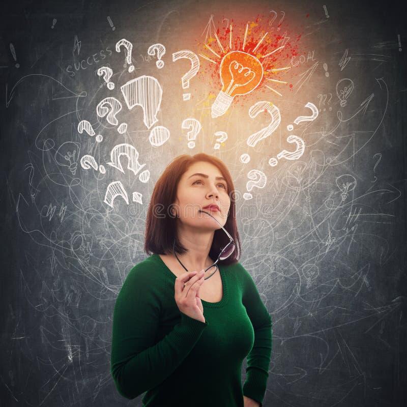 Γυναίκα που βρίσκει τη λύση απεικόνιση αποθεμάτων