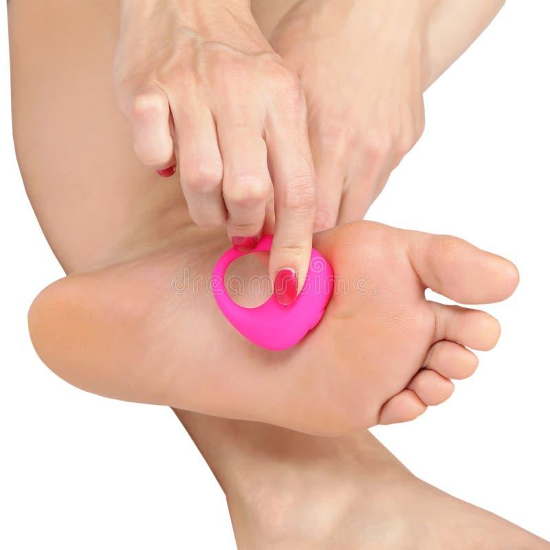 Γυναίκα που κάνει το μασάζ ποδιών με ένα massager στοκ φωτογραφίες με δικαίωμα ελεύθερης χρήσης