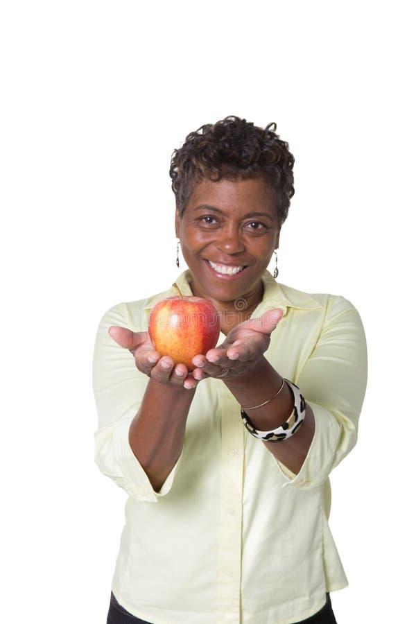 Γυναίκα που κρατά ένα μήλο στοκ εικόνες με δικαίωμα ελεύθερης χρήσης