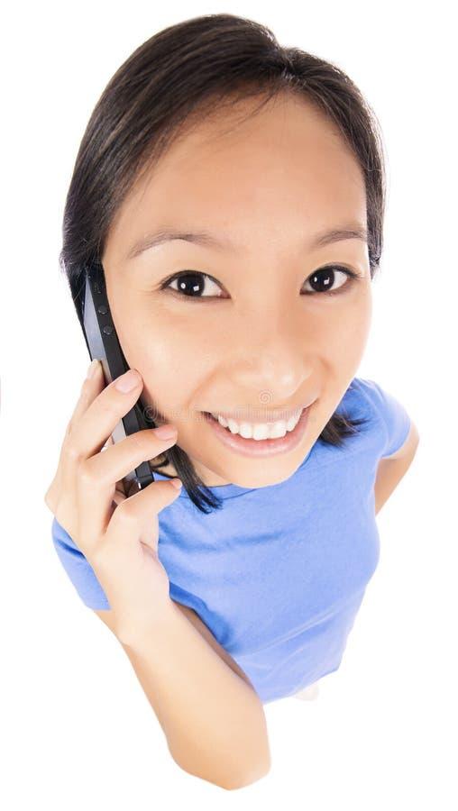 Γυναίκα που μιλά στο τηλέφωνο στοκ εικόνες