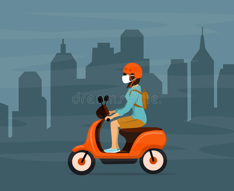 Γυναίκα που οδηγεί το ηλεκτρικό μηχανικό δίκυκλο στην αιθαλομίχλη πόλεων που φορά τη μάσκα προστασίας απεικόνιση αποθεμάτων