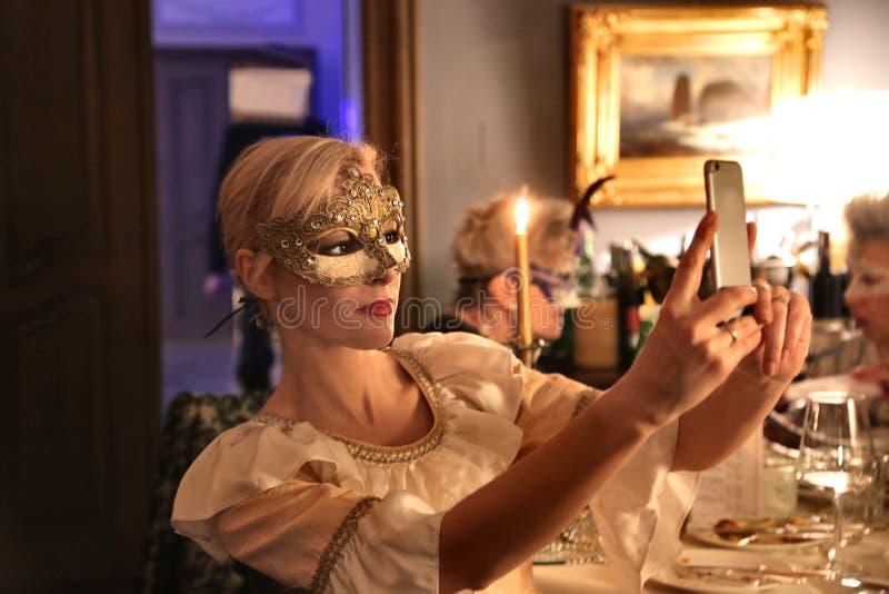 Γυναίκα που παίρνει ένα selfie στοκ φωτογραφία με δικαίωμα ελεύθερης χρήσης